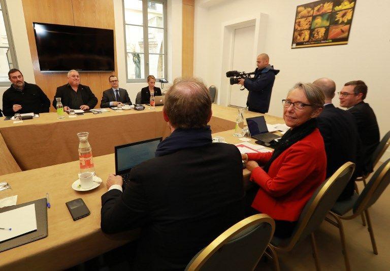 Elisabeth Borne, ministre des Transports, en réunion avec des représentants de la CFDT.