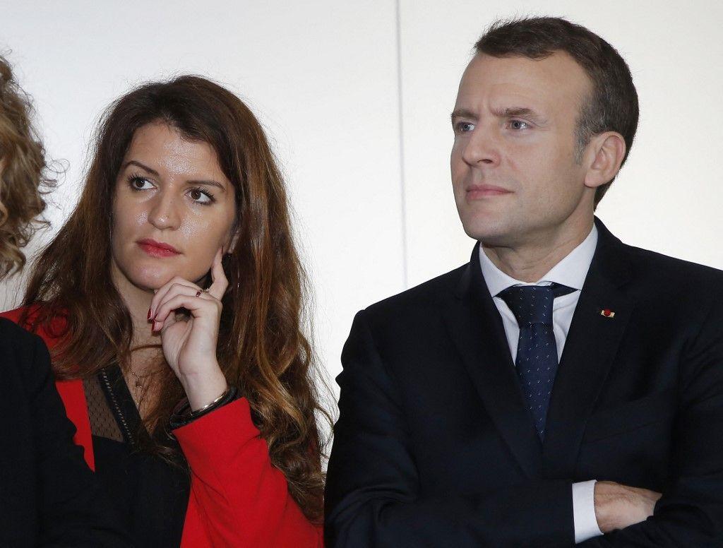 Emmanuel Macron et Marlène Schiappa lors d'un déplacement officiel du chef de l'Etat dans une entreprise en mars 2018 à Paris.