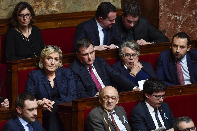 Difficultés financières, pertes d'adhérents, incapacité à être perçu comme la principale force d'opposition : pourquoi le Rassemblement national parvient à  rester le deuxième parti de France