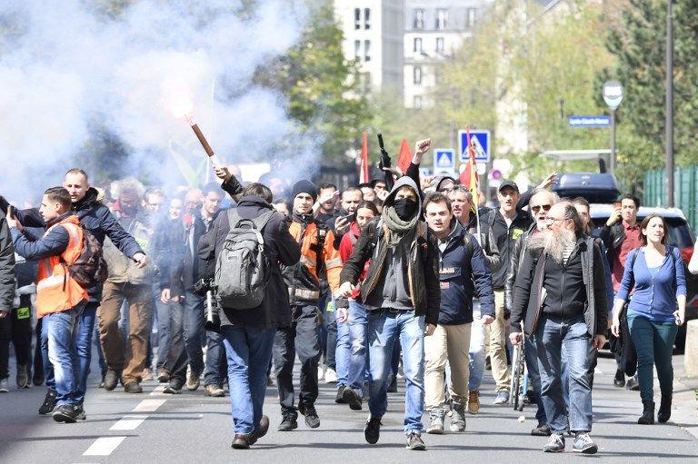 Les cheminots grévistes mobilisés contre la réforme de la SNCF arrivent à l'université de Tolbiac en solidarité avec les étudiants grévistes, le 13 avril dernier.