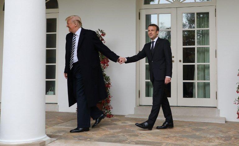 Macron a des pellicules ! Et c'est Trump qui le lui a élégamment (?) fait remarquer…