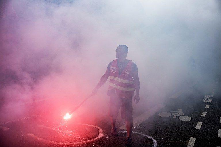 Front commun patronat- syndicats face à Emmanuel Macron : trop peu, trop tard pour échapper à leur étouffement programmé