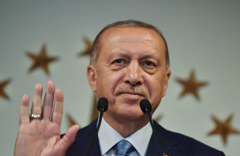 """""""Ils ont les dollars, nous avons Allah!"""" déclara Erdogan. Et la livre turque tomba encore plus bas…"""