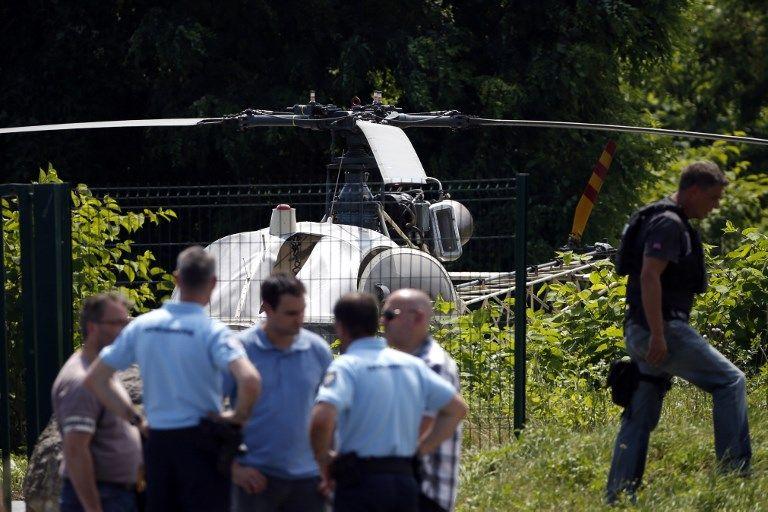 L'hélicoptère a été retrouvé incendié.
