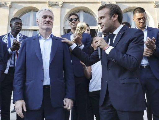 Emmanuel Macron recevra les Bleus en juin à l'Élysée pour leur remettre la Légion d'honneur
