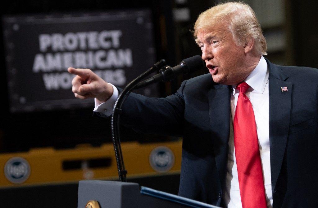 Le président américain Donald Trump parle du commerce à l'aciérie Granite City Works de US Steel à Granite City, dans l'Illinois, le 26 juillet 2018.