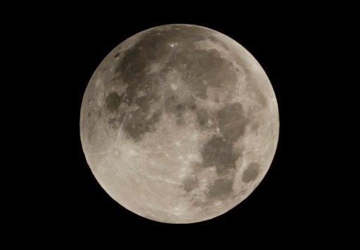 Un demi-siècle après le premier homme, la Lune fait toujours rêver et attire plus de charlatans que de vrais entrepreneurs...
