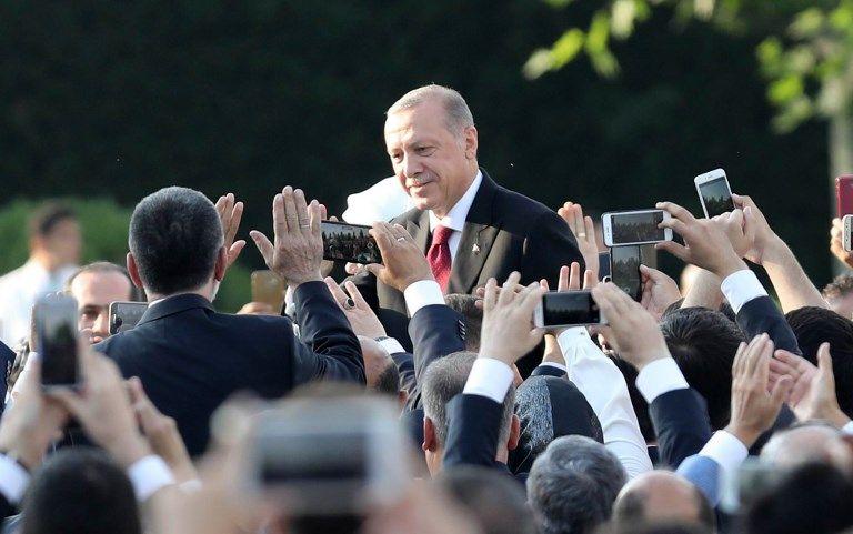 Turquie : Erdogan prête serment et voit ses pouvoirs considérablement renforcés