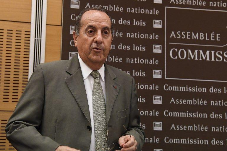 """Le """"Canard Enchaîné"""" dévoile une carte de remerciement du préfet de police Michel Delpuech, retrouvée chez Alexandre Benalla"""