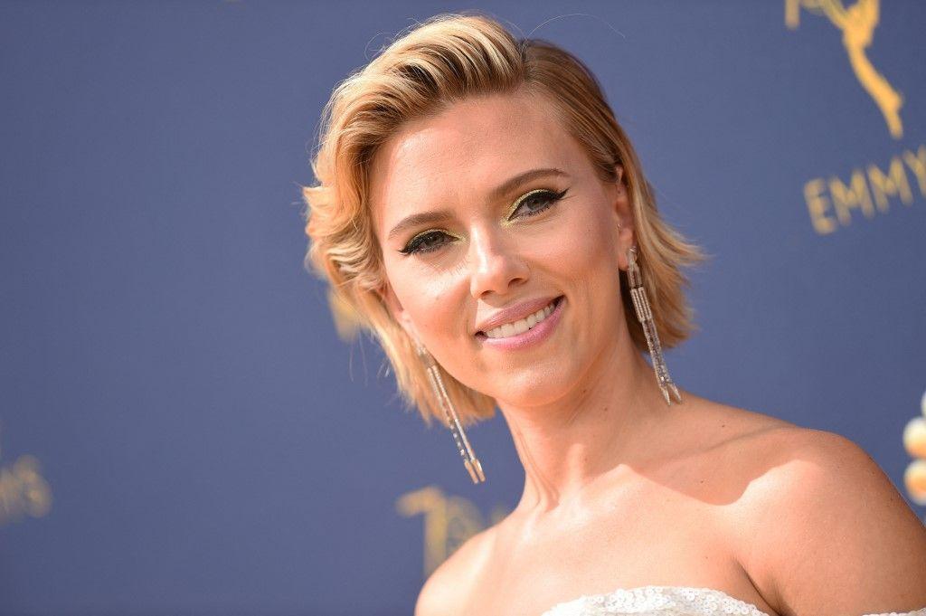 Scarlett Johansson arrive pour la 70e cérémonie des Emmy Awards au Microsoft Theatre de Los Angeles, en Californie, le 17 septembre 2018.