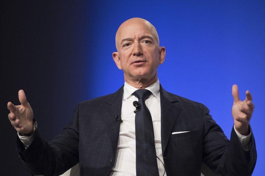 Le fondateur d'Amazon et de Blue Origin, Jeff Bezos, prononce le discours d'ouverture de la conférence annuelle Air, Space & Cyber de l'Air Force Association à Oxen Hill, le 19 septembre 2018.