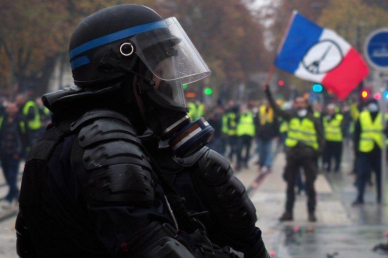 Et la France se retrouva sur le feu de deux fronts en même temps : les Gilets Jaunes d'un côté et les extrémistes violents de l'autre