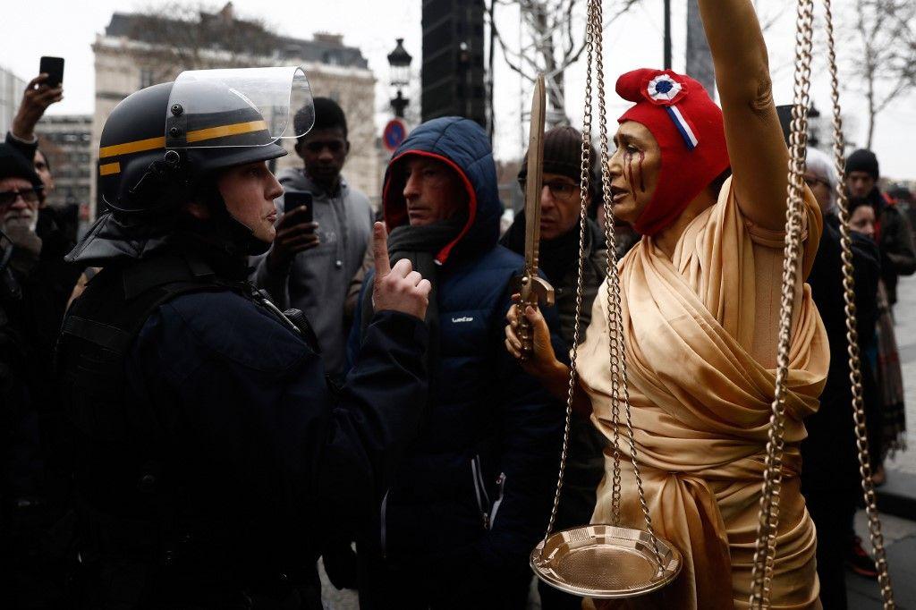 Justice et maintien de l'ordre : le en-même-temps schizophrène et de plus en plus dangereux du quinquennat Macron