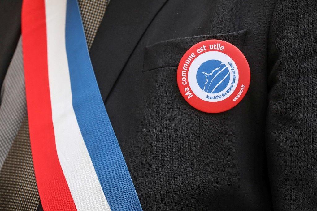 maire élection homme politique association des maires de France