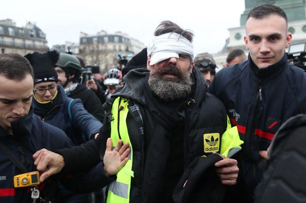 Jérôme Rodrigues Gilets jaunes policiers manifestation Place de la Bastille lanceur de balles de défense grenade de désencerclement