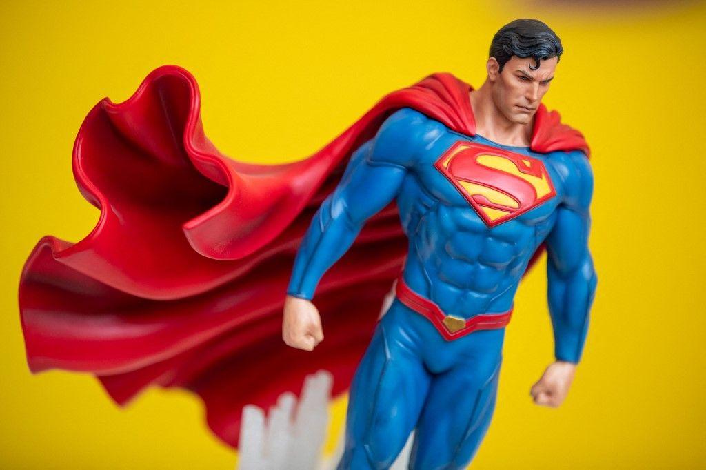 Une statue de Superman en résine synthétique est exposée lors du Salon international du jouet de Nuremberg, le 29 janvier 2019.