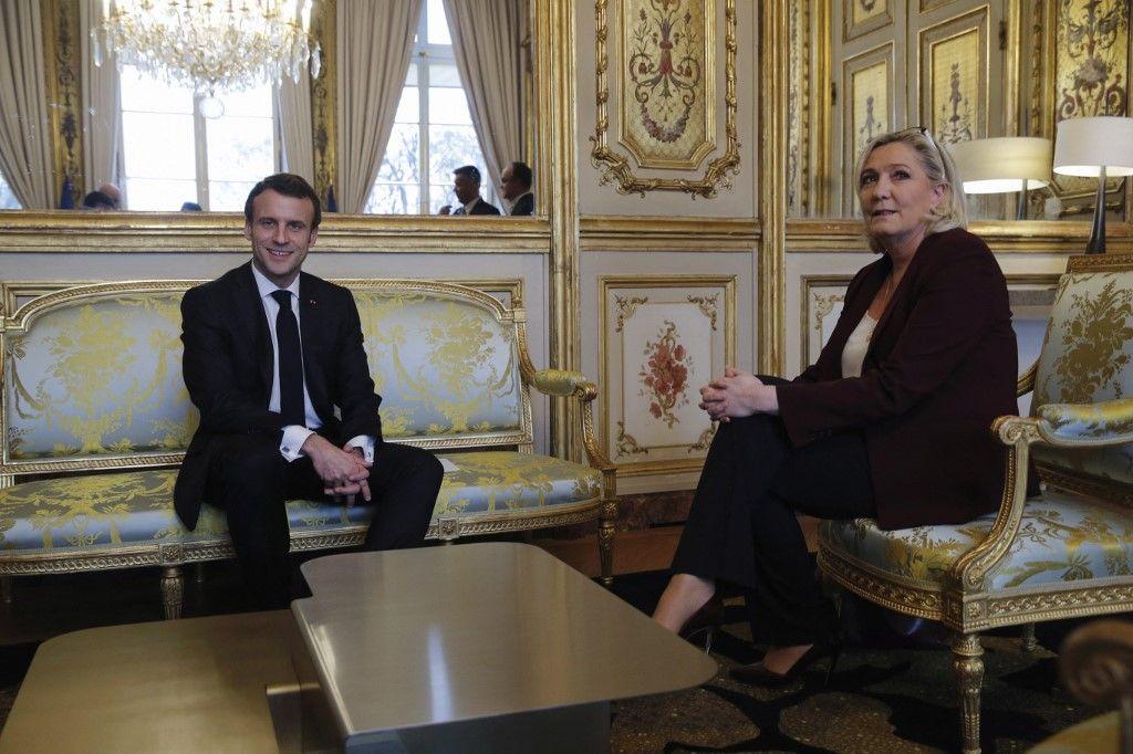 Emmanuel Macron lors d'une réunion avec la présidente du Rassemblement National, Marine Le Pen, à l'Elysée, le 6 février 2019.