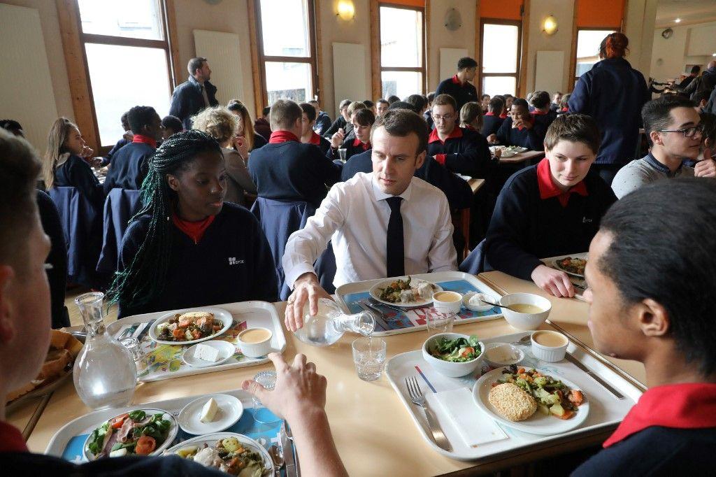 Le gouvernement instaure la cantine à 1 euro et le petit-déjeuner gratuit dans les établissements scolaires