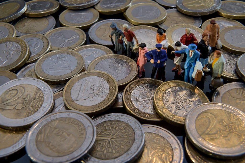 Des figurines au milieu de pièces de un et de deux euros. Il existe quatre moyens d'augmenter le pouvoir d'achat.