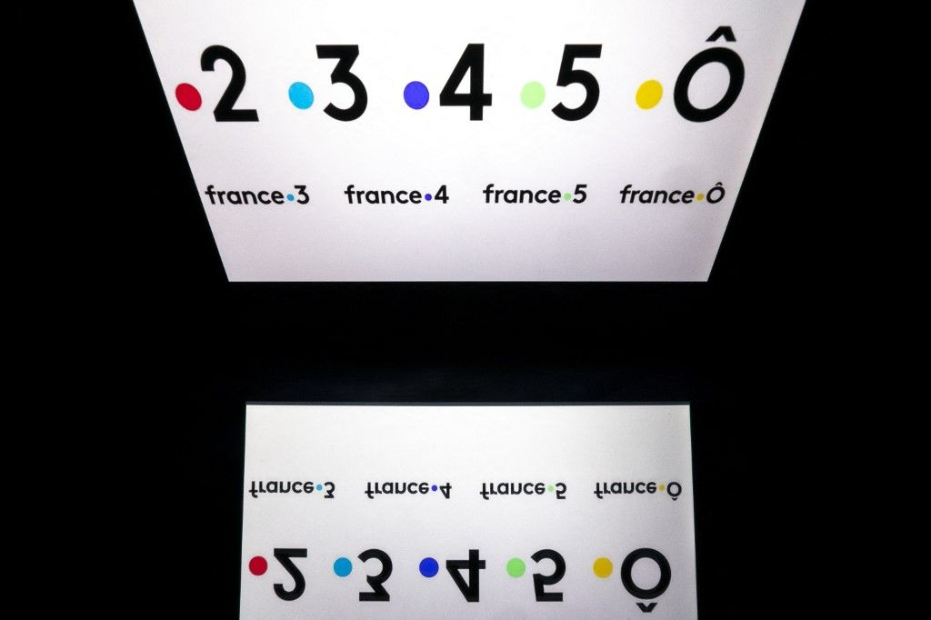 Une photo des logos des chaînes de télévision publiques françaises, France 2, France 3, France 4, France 5 et France Ô, des chaînes du groupe France Télévisions.