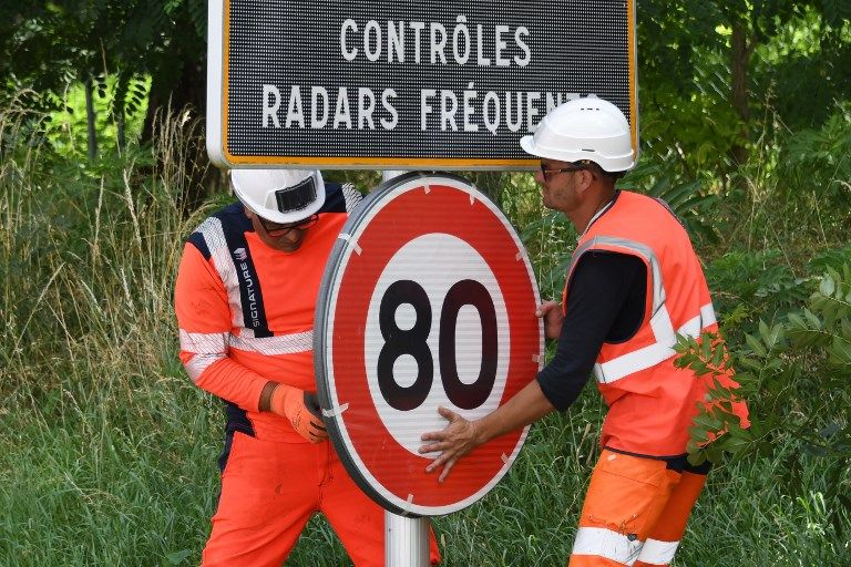 radar contrôle routier voiture automobiliste doigt d'honneur amende 80km/h