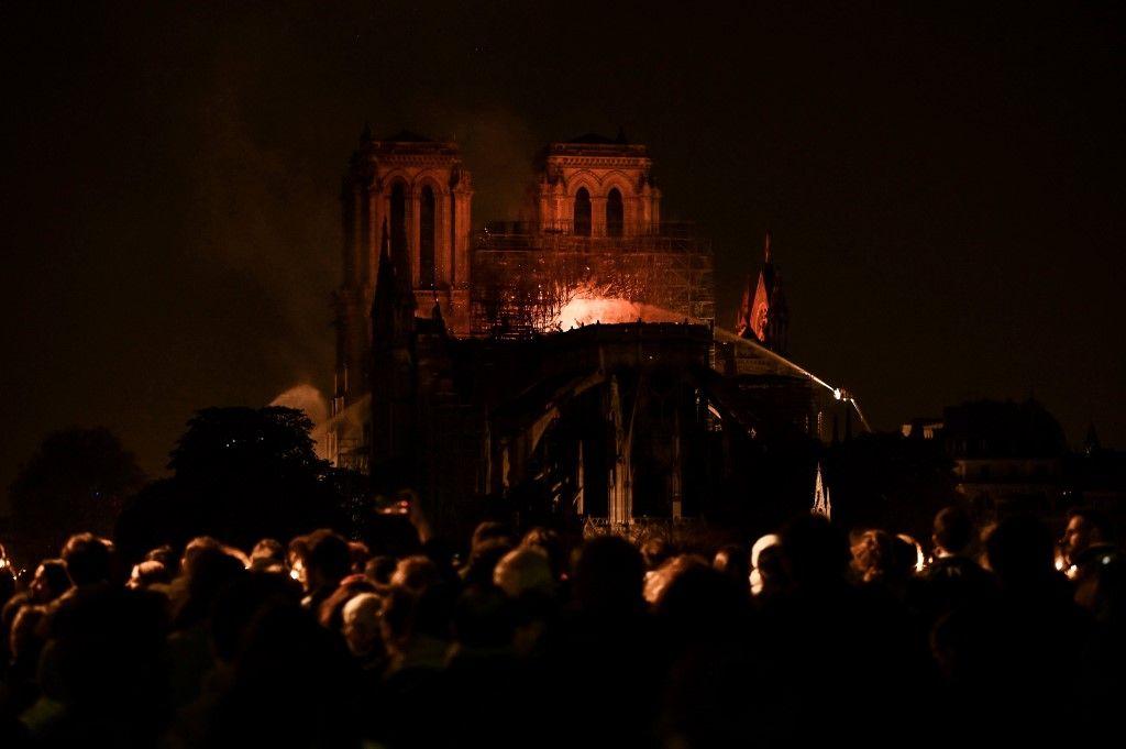 La presse étrangère attendait, assez critique, Emmanuel Macron mais se retrouve unie et catastrophée par l'incendie qui a ravagé la cathédrale de Paris