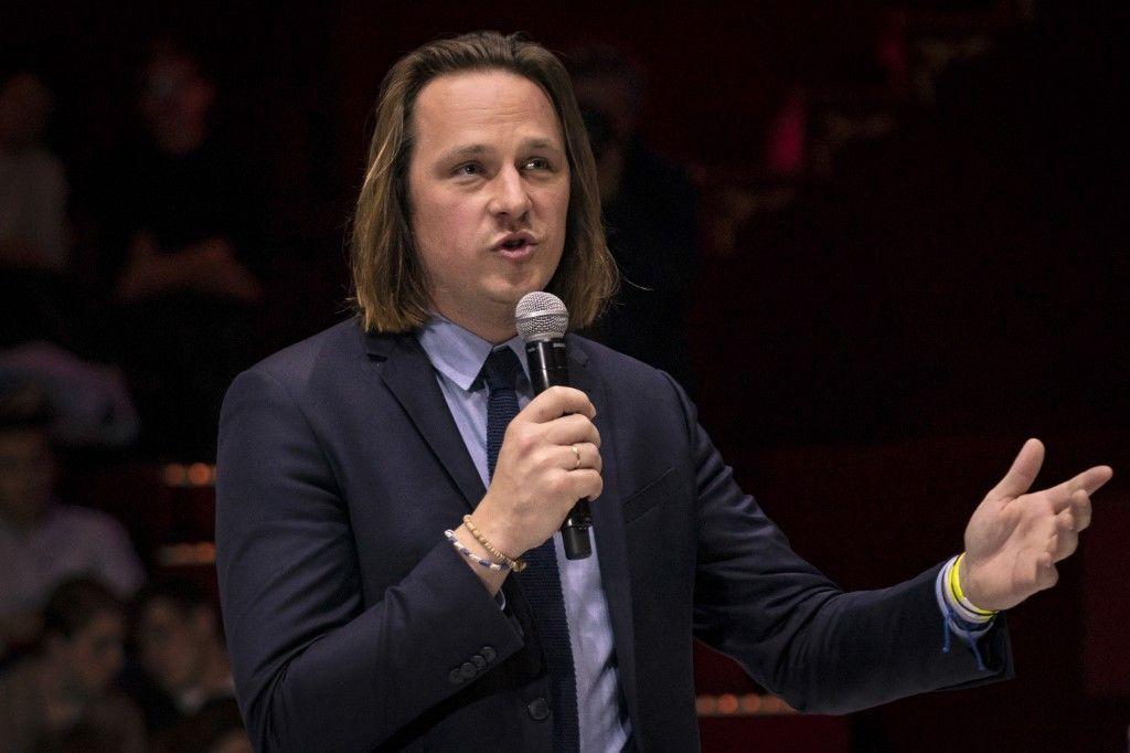 Le directeur de la rédaction de Valeurs Actuelles, Geoffroy Lejeune, participe à un débat le 25 avril 2019 à Paris.