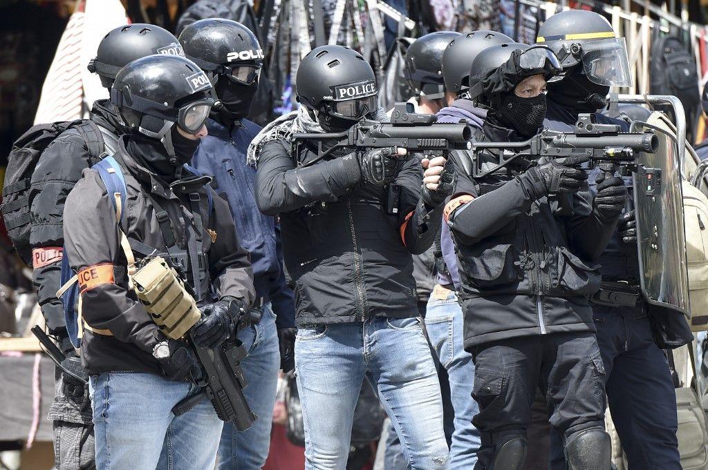 Gilets jaunes, black blocks et délinquants : une répression à géométrie variable