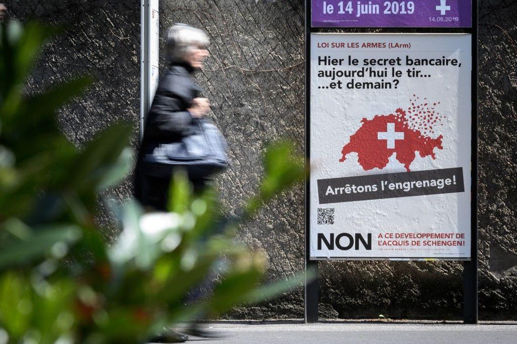 Les Suisses approuvent un durcissement de la législation sur les armes