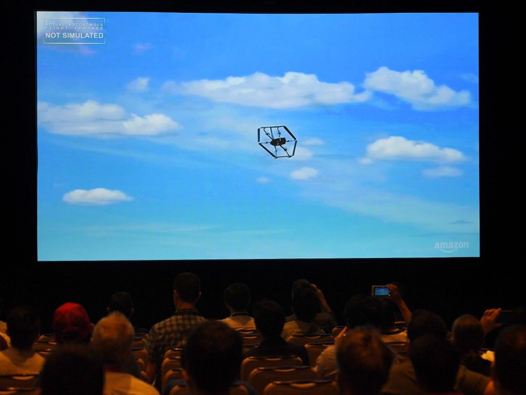 Drones livreurs d'Amazon : mais pourront-ils voler au-dessus de nos têtes sans qu'on écarte les risques que représente une telle innovation ?