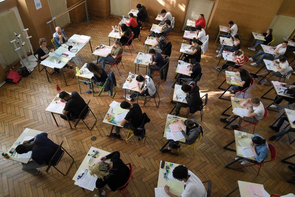 Des lycéens passent l'examen de philosophie, première session d'épreuves du baccalauréat, le 17 juin 2019, au lycée Pasteur de Strasbourg.