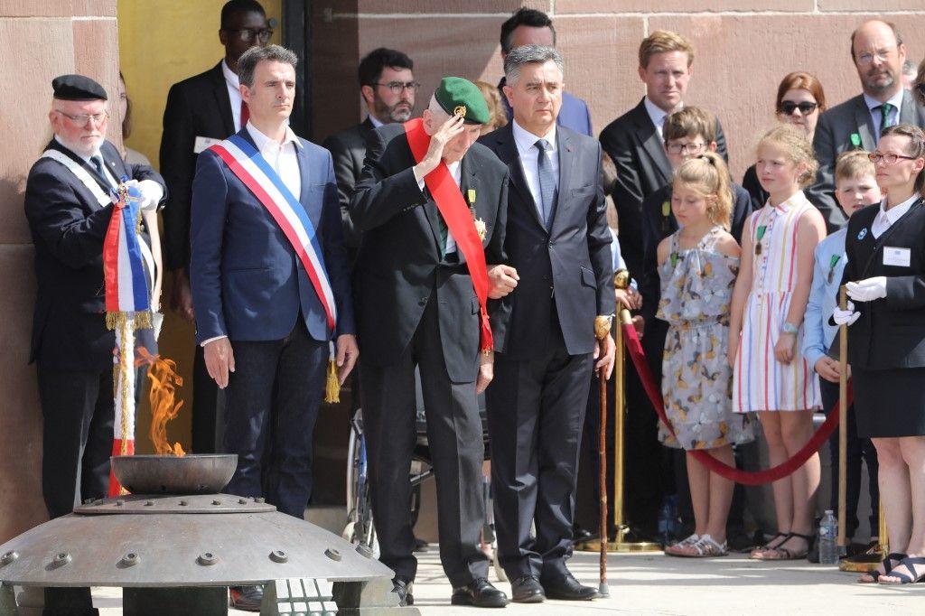 """Hubert Germain, l'un des derniers vétérans des """"Compagnons de la Libération"""", lors d'une cérémonie commémorant l'appel du général Charles De Gaulle en juin 1940, au Mémorial national du Mont Valérien le 18 juin 2019."""