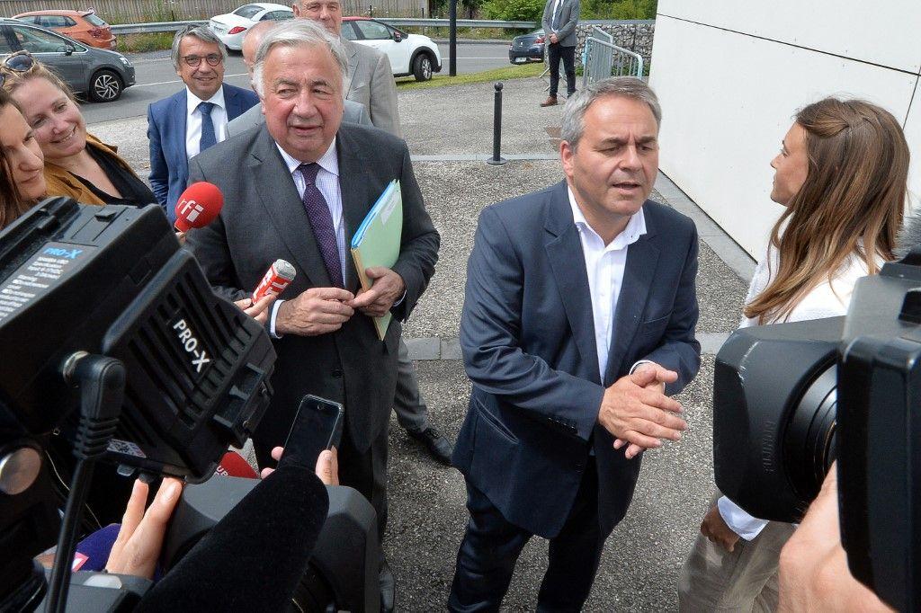 Le président de la région Hauts-de-France, Xavier Bertrand, et le président du Sénat, Gérard Larcher, arrivent pour assister à une réunion le 21 juin 2019, à Valenciennes.