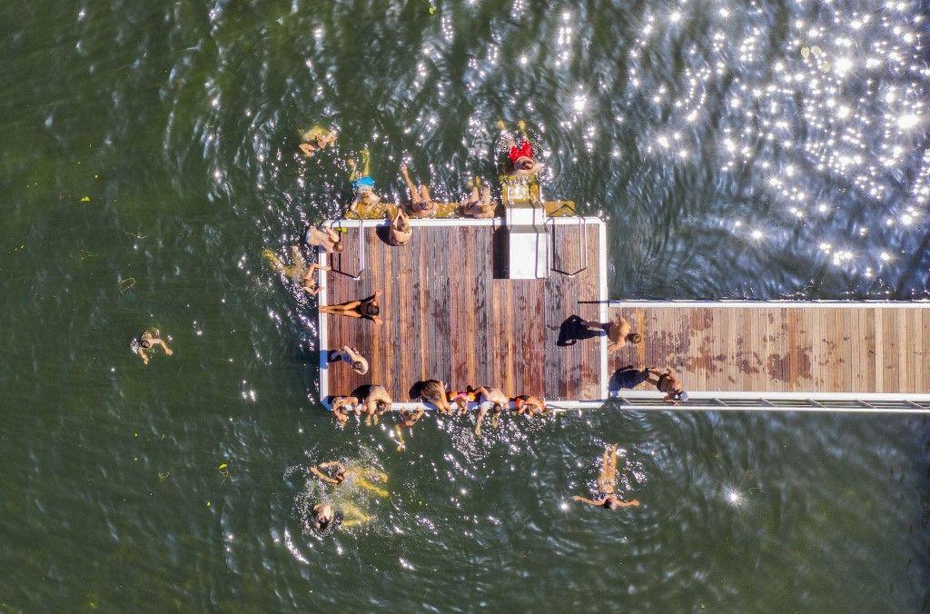 Fermetures ou restrictions sur les piscines post-Covid : l'été de la nage en eaux sauvages est devant nous (mais attention aux risques)