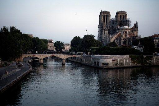 Une cathédrale éphémère sur le parvis de Notre-Dame
