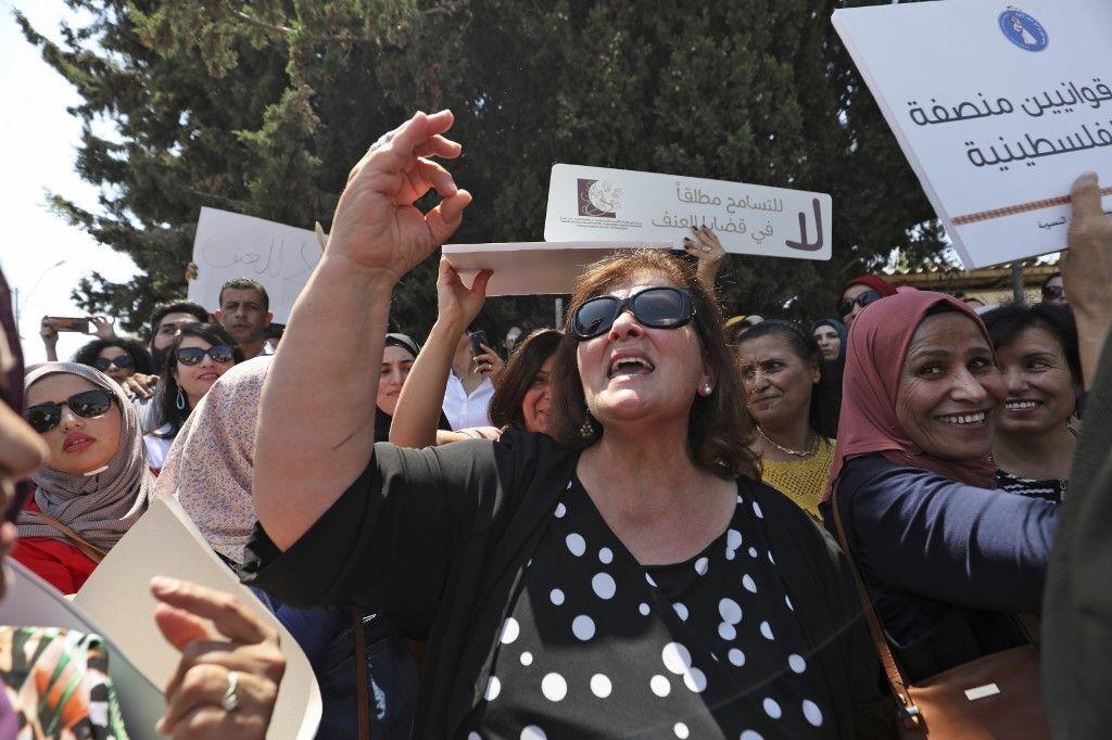 Manifestation de femmes palestiniennes après la mort d'Israa Gharib à Ramallah