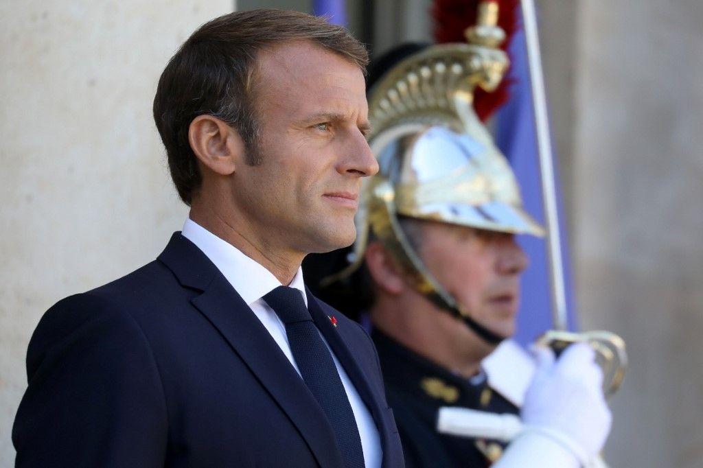 Emmanuel Macron, l'homme qui voulait parler immigration à l'oreille des Français et réformes courageuses à celle des élites mondialisées