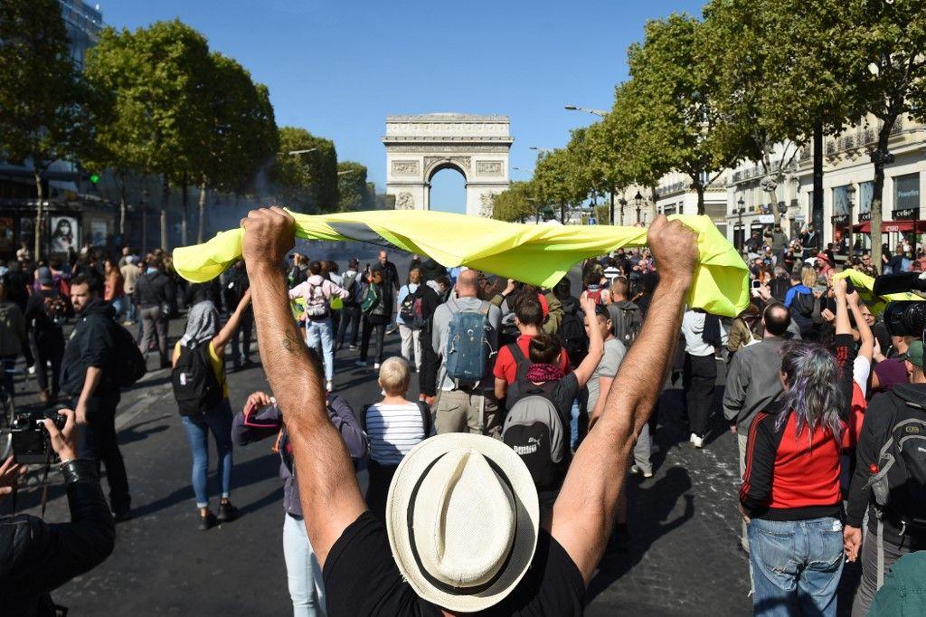 Gilets jaunes : 163 interpellations à Paris, des black blocs ont perturbé la manifestation pour le climat