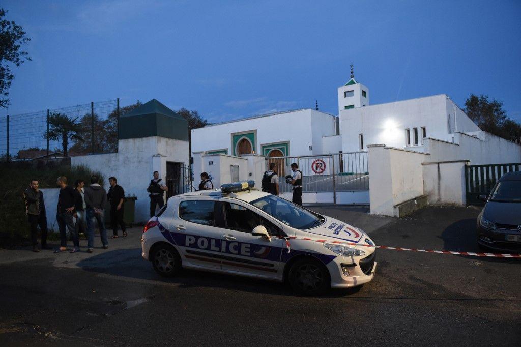 """Attaque contre la mosquée de Bayonne : le suspect voulait """"venger"""" la destruction de Notre-Dame de Paris"""