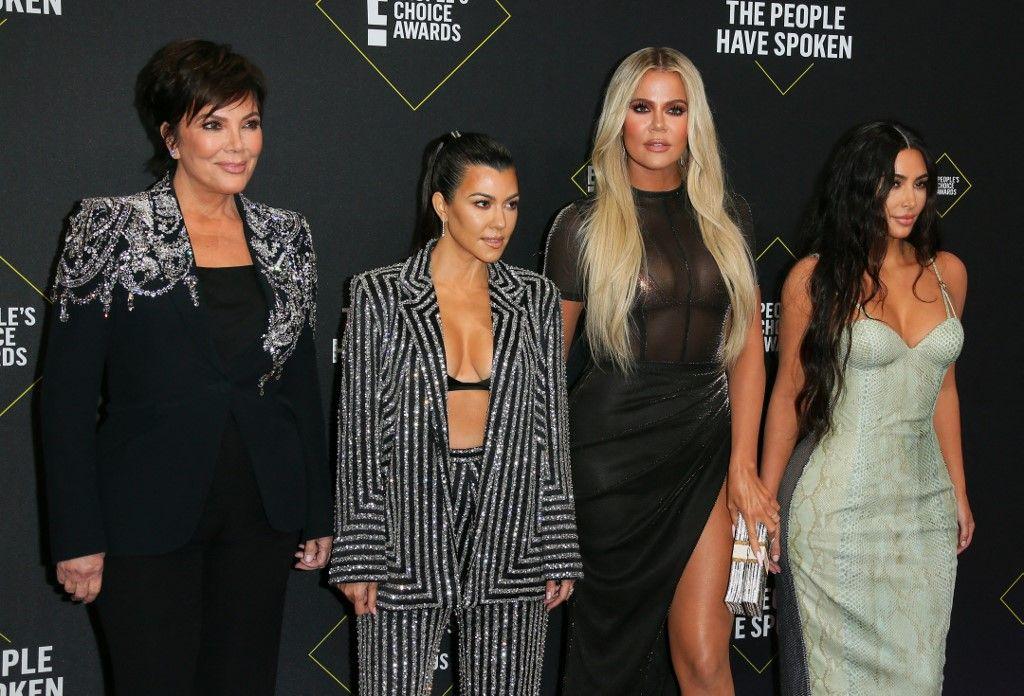 Le clan Kardashian lors d'une cérémonie officielle aux Etats-Unis