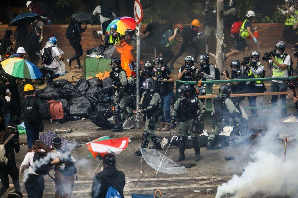Hong-Kong s'enflamme, sa jumelle historique, Singapour, récupère les flux de capitaux et redoute la contagion…