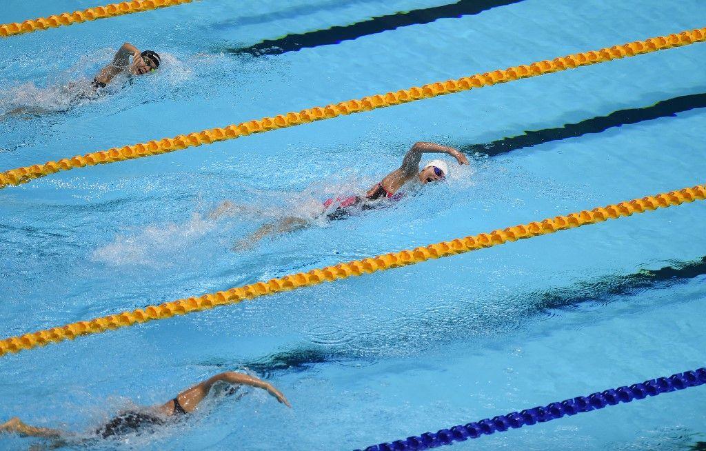 Des nageuses participent à l'épreuve féminine du 400m nage libre aux SEA Games (Jeux de l'Asie du Sud-Est) au centre aquatique de Clark City à Capas, au nord de Manille, le 7 décembre 2019.