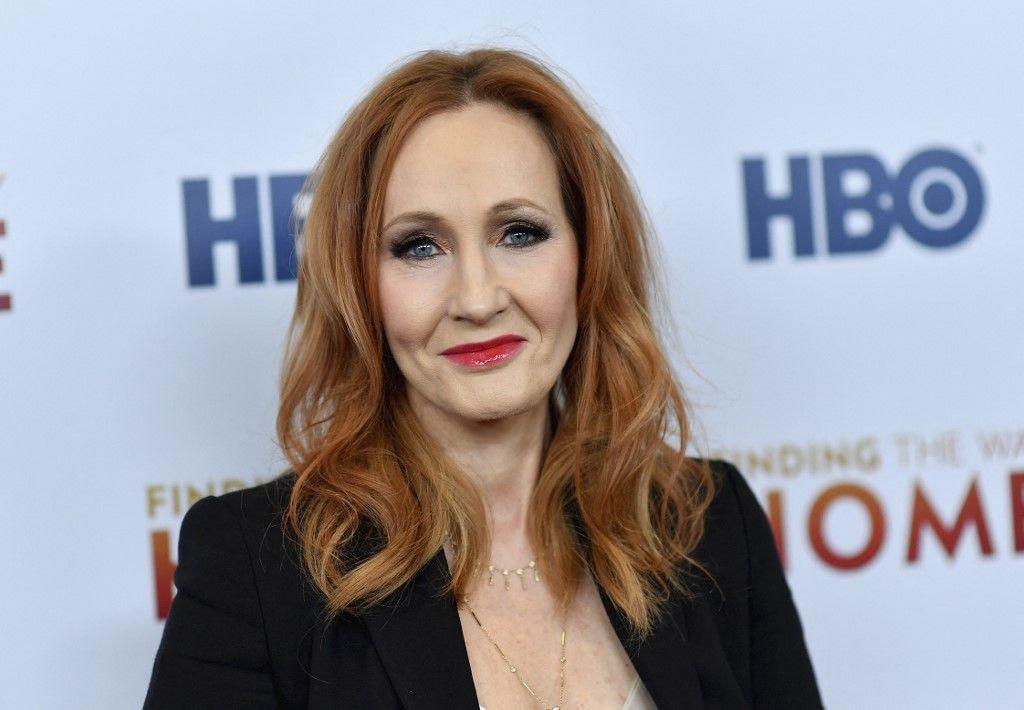 """La romancière britannique J.K. Rowling assiste à la première mondiale de """"Finding The Way"""" de HBO au Hudson Yards, le 11 décembre 2019, à New York."""