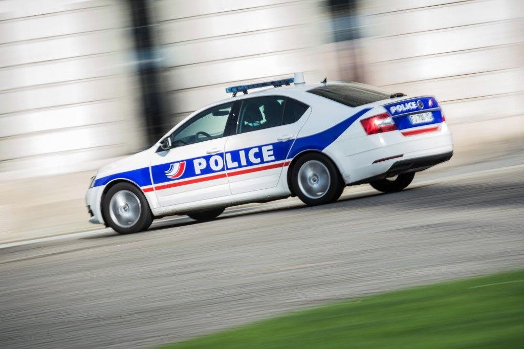 Un véhicule de police lors d'une intervention.