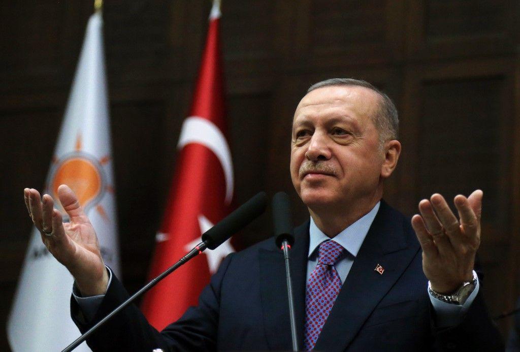 """Recep Tayyip Erdogan menace l'Europe et évoque l'arrivée potentielle de """"millions"""" de migrants"""