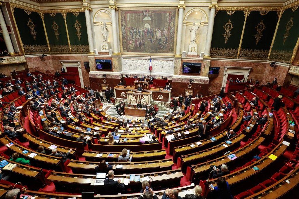 SOS oppositions disparues : l'urgence sanitaire justifie-t-elle vraiment l'atonie des partis français face à la majorité ?
