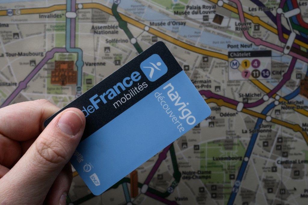 Une photo d'illustration prise le 6 mars 2020 montre un pass Navigo utilisable en Ile-de-France.