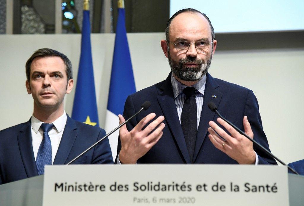 En France, le virus tue. Et les Amateurs apprennent la communication…