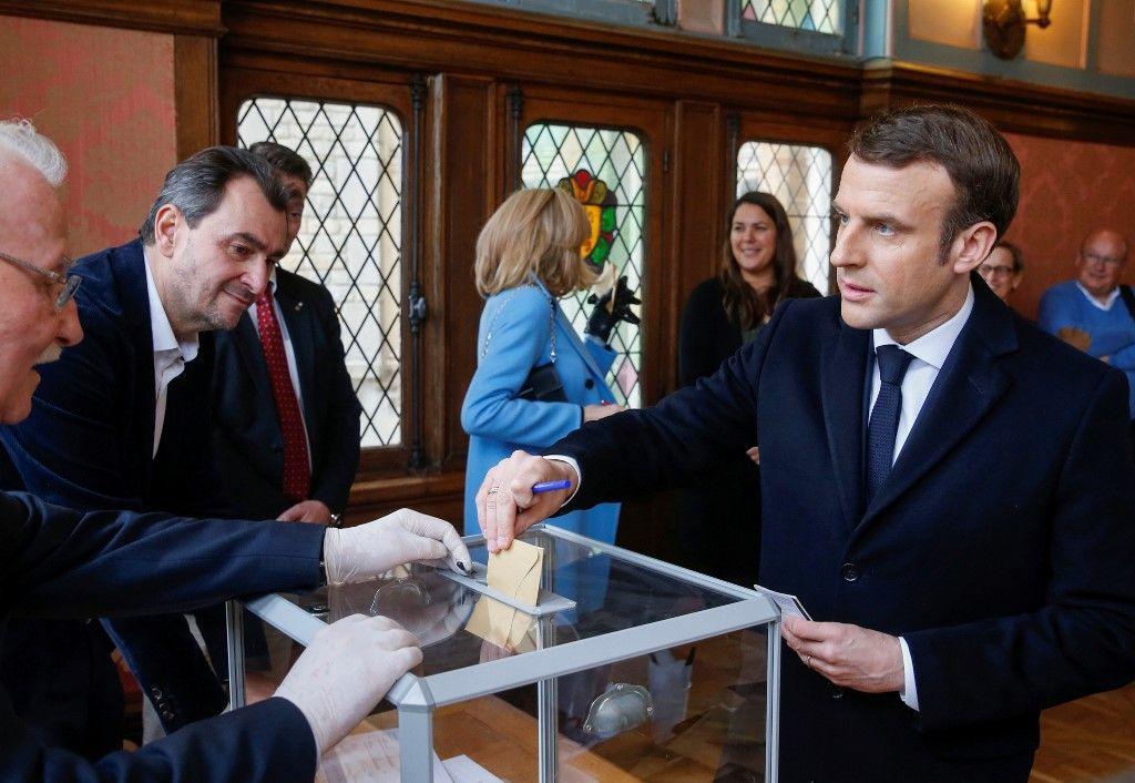 """Coronavirus : Emmanuel Macron """"assume totalement"""" le maintien des municipales et sa stratégie face à l'épidémie"""