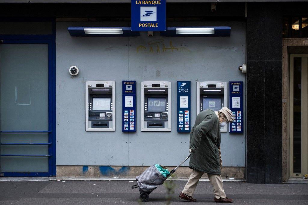Le nombre de distributeurs de billets est en baisse en France